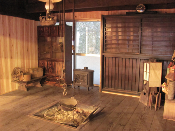 The antique minka house tour of mt fuji five lakes area for Classic japanese house